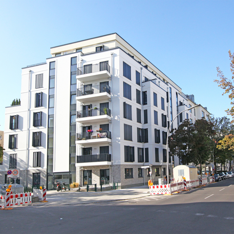 Berlin-Wilmersdorf: New building apartment with 3 rooms and balcony.