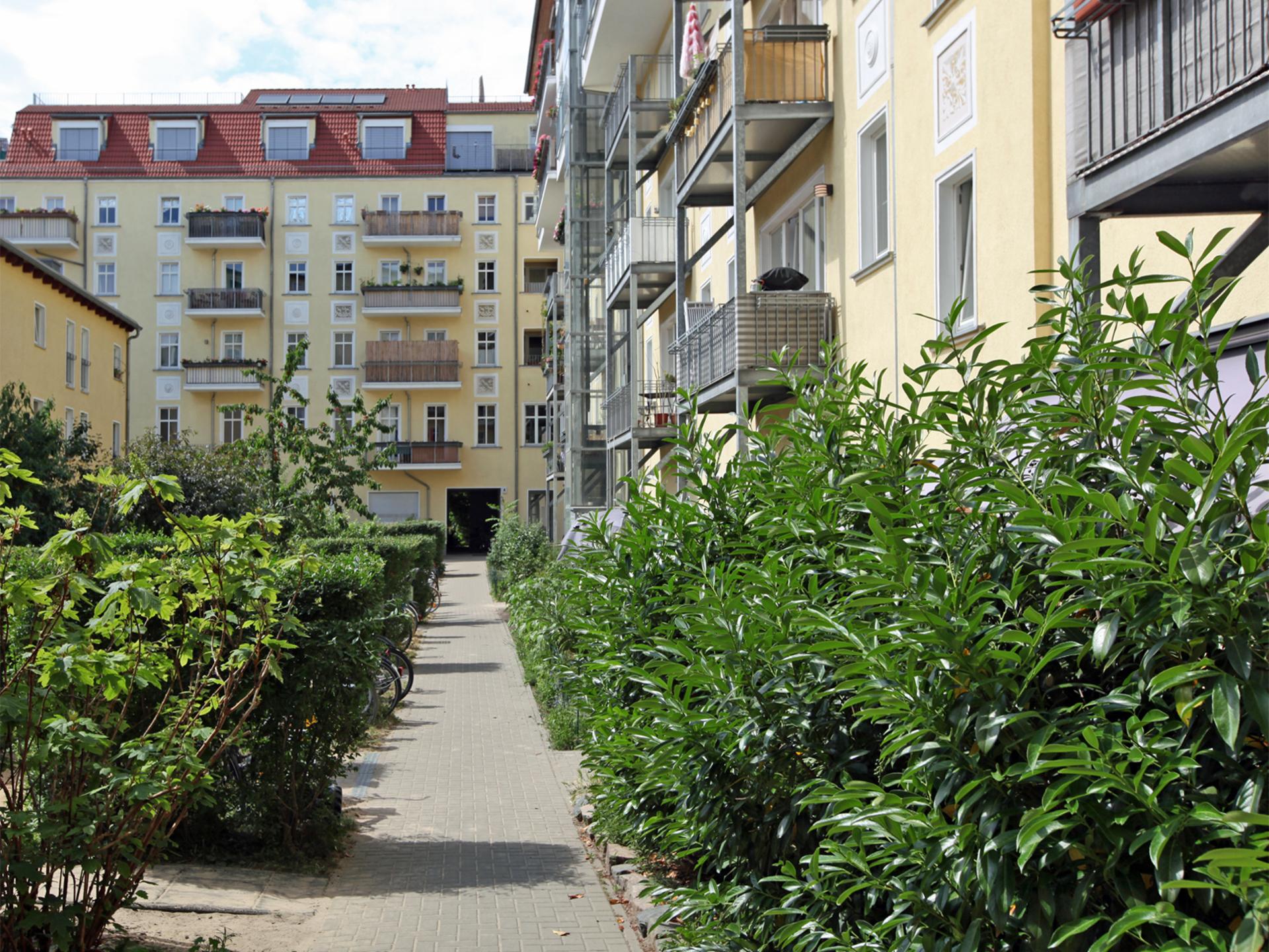 Gebäudeensemble und Hofgestaltung | Greifswalder Straße