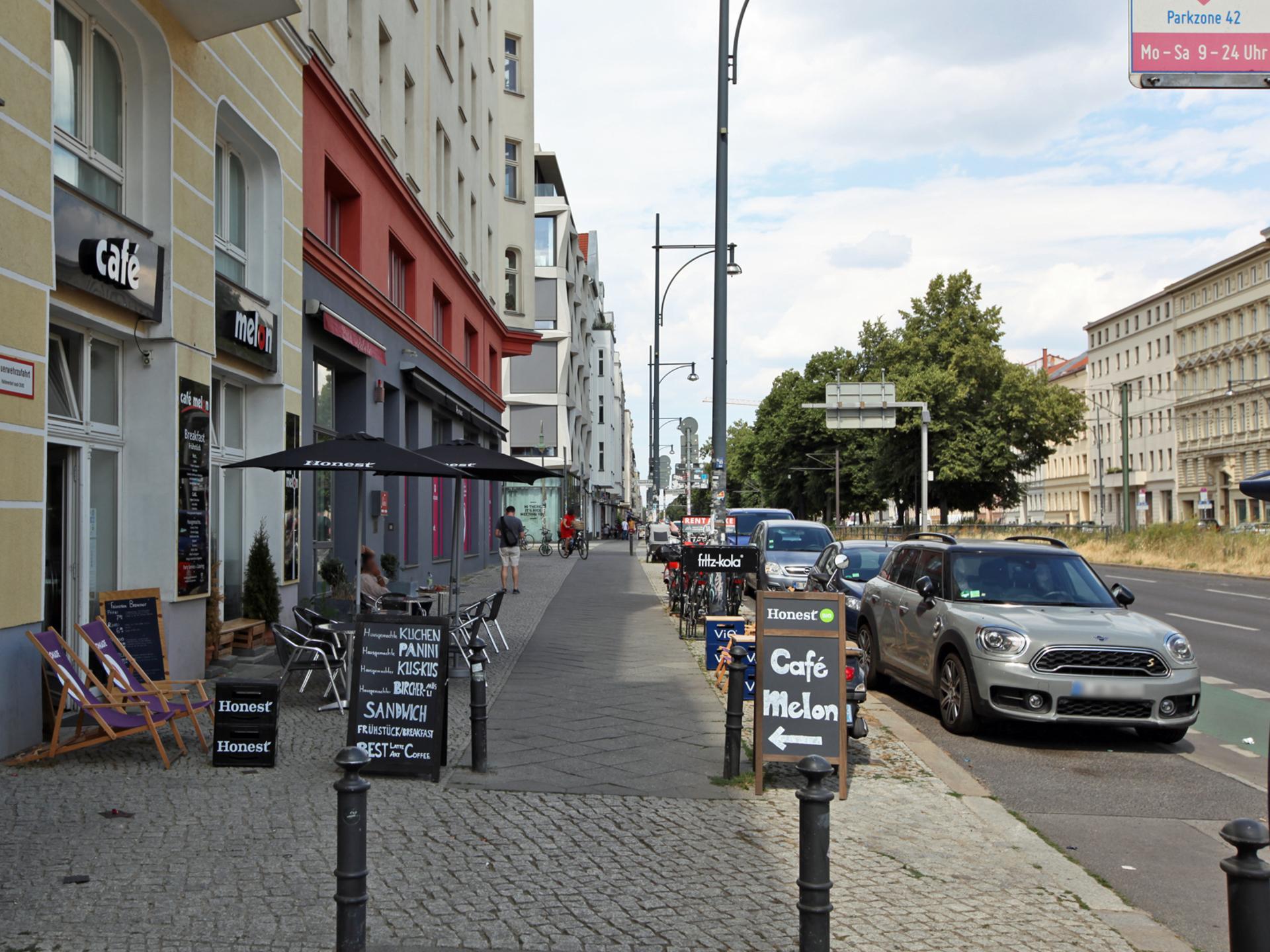 Vor dem Haus | Greifswalder Straße