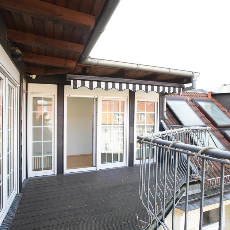 Spacious loft-like top floor apartment in Friedenau