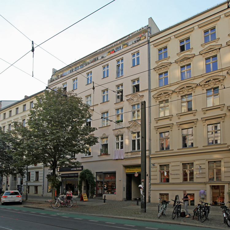 Kastanienallee: Vacant apartment in top location