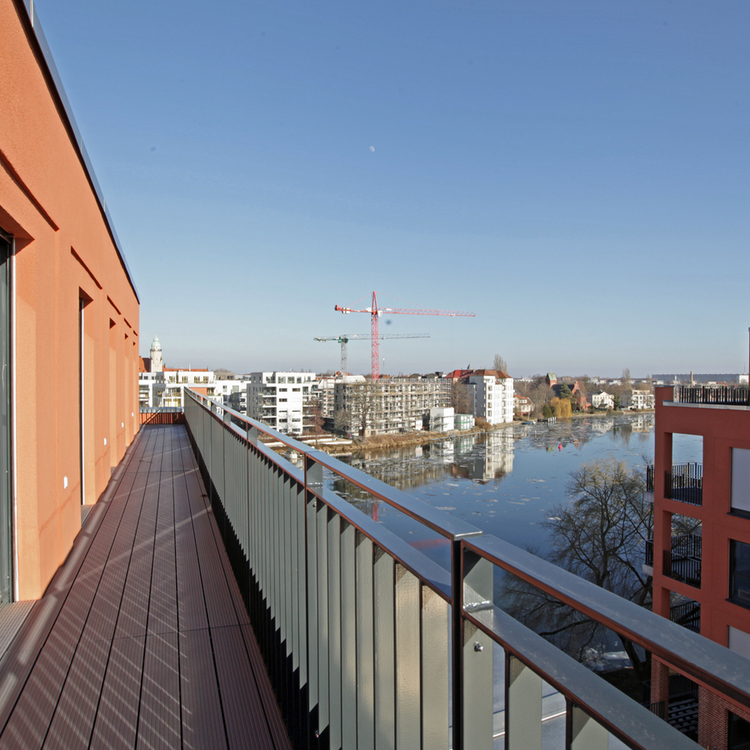 Penthouse with a view of the Spree in the historic Wasserstadt Spindlersfeld