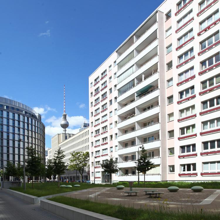 At Alexanderplatz - vacant 3 room apartment in top location