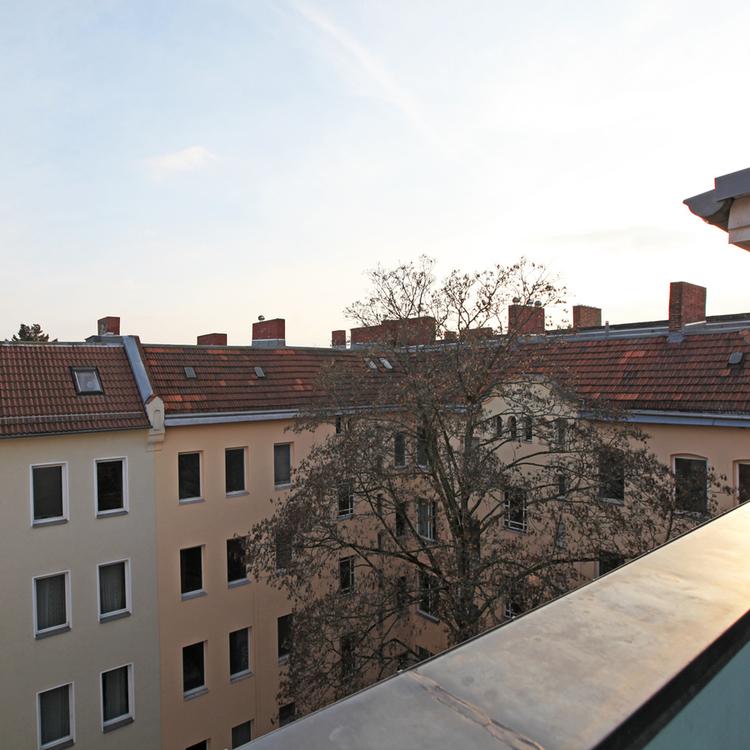 Berlin-Neukölln: Vacant top floor appartment with a south terrace