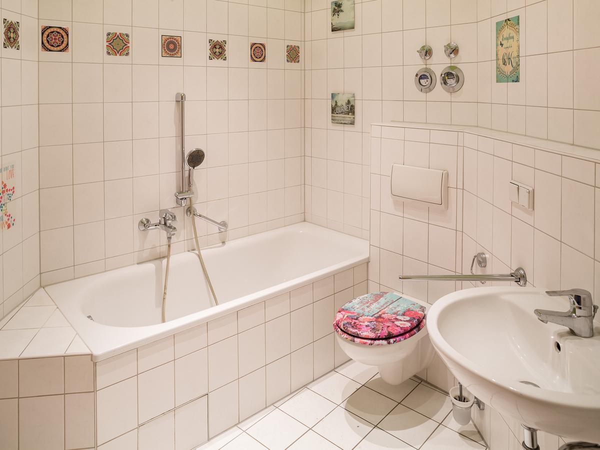 Bathroom WE10   Hielscher Straße