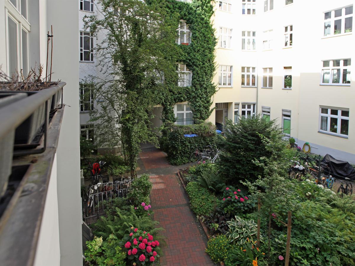 Blick in den Hof | Niebuhrstraße